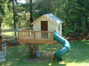 Backyard Treehouses by Pictures Of Tree Houses And Play Houses From Around The