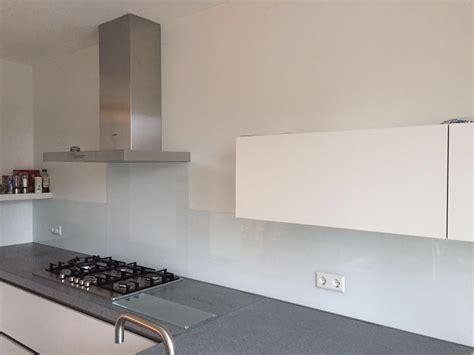 witte keuken met grijs blad witte keuken met grijs blad beste ideen over huis en