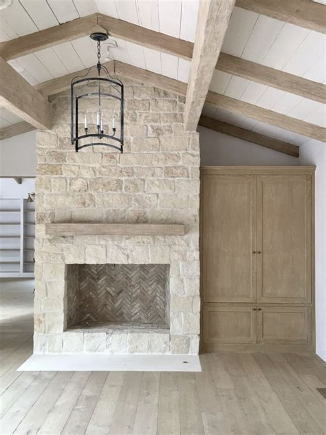 how to stone a fireplace best 25 stone fireplaces ideas on pinterest