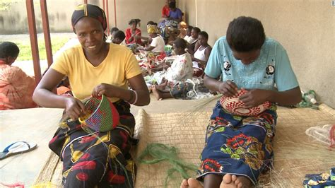 Handcraft Worldwide Company - rwandan basketmakers weave their way into macy s cnn