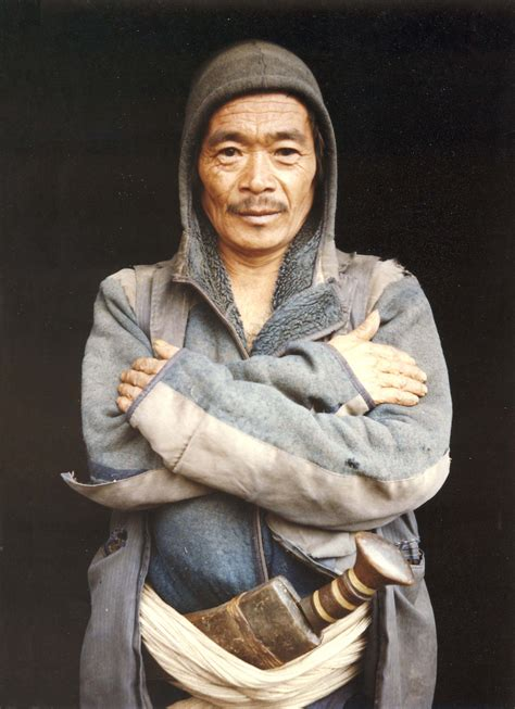 Kukri Tribal 02 villager with khurkuri namche bazaar nepal