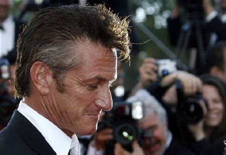 sean penn iran actor sean penn worked to get americans from iran reuters