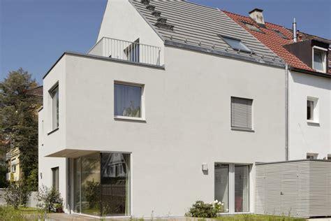 fassadenfarbe hellgrau neubau eines einfamilienhauses muenchenarchitektur