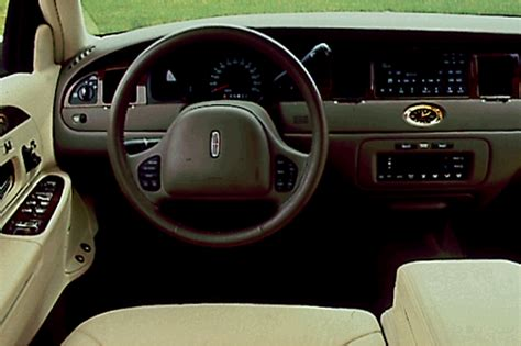 1999 lincoln town car reviews 1998 02 lincoln town car consumer guide auto