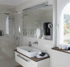 bad möbel badezimmer badezimmer moderner landhausstil badezimmer