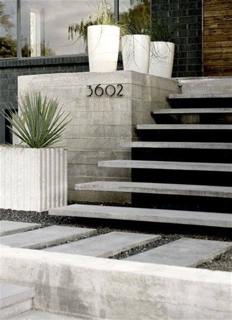 Exterior Concrete Cantilevered Stair Frontal cantilever steps peque 241 os espacios entry stairs entrance and house