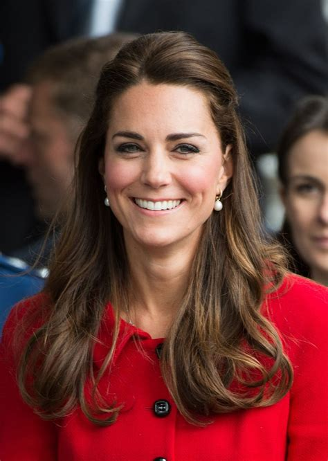 Kate Middleton?s pearl drop earrings and dress outfit