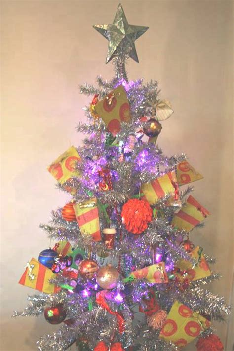 images of ugly christmas trees the fifteen ugliest christmas trees known to man
