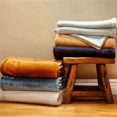 Blanket Giveaway - enter to win the 125 throw blanket giveaway jenns blah blah blog tips trends