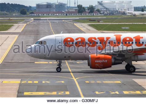 Gatwick Airport Easyjet Desk by The Easy Jet Budget Airline Check In Desk At Gatwick