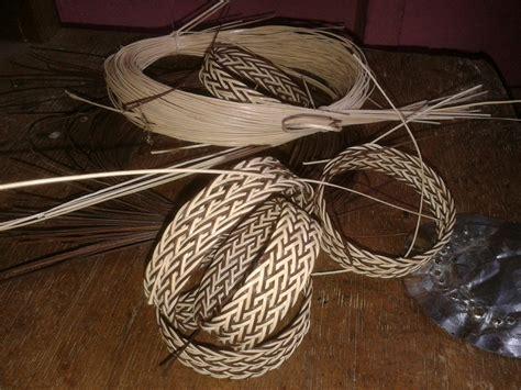 membuat gelang resam simpai loa gelang khas suku dayak