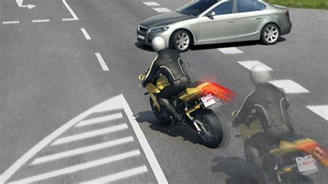 Roller Oder Motorrad Sicherer by Mehr Motorrad Sicherheit Mit Abs Autohaus De