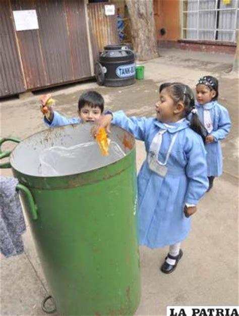 imagenes de niños botando basura ni 241 os del zaconeta promueven el buen uso de los basureros