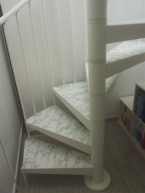rivestire una scala in legno rivestire in legno bianco i gradini di una scala a