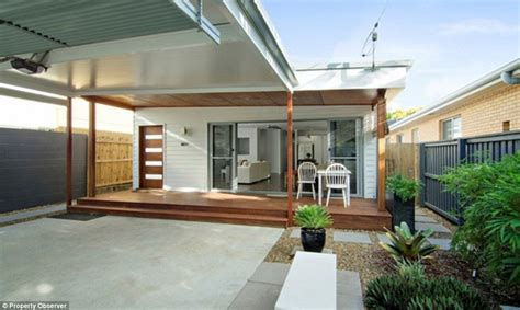 Gold Bathrooms by Australian Country Singer Adam Brand To Sell Gold Coast