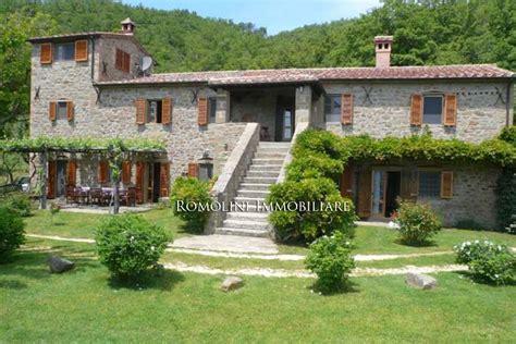 d casa immobiliare casale in pietra con piscina in toscana