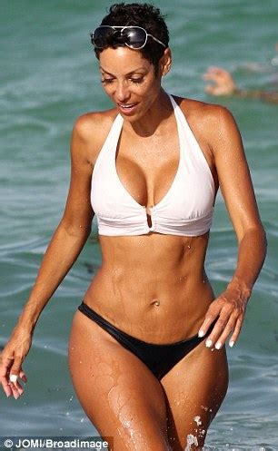 45 year old women feetjob phtos meet the sexiest 45 year old woman ever nicole