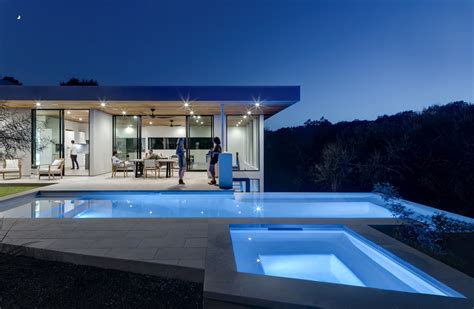 glass takes center stage      homes dwell