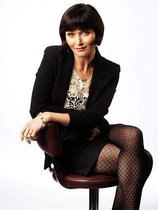 does essie davis wear a wig for miss fisher 183 best essie davis images on pinterest