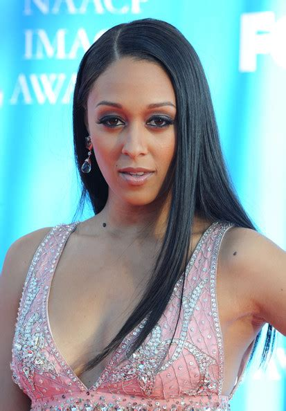 tia mowry long straight hair extensions hairstyle hot tia mowry long straight cut tia mowry hair looks