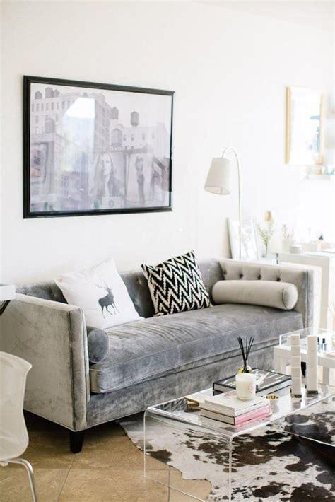 grey sofa decor 25 best ideas about grey velvet sofa on pinterest gray