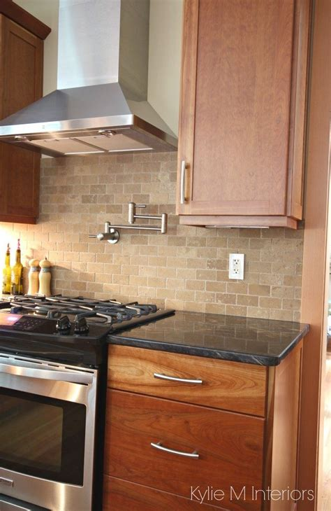 Backsplash For Cherry Cabinets And Black Granite by Cherry Cabinets Travertine Tile Backsplash Black