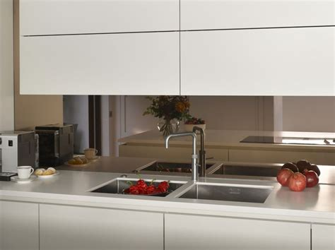 modern kitchen splashback 25 best ideas about mirror splashback on oak