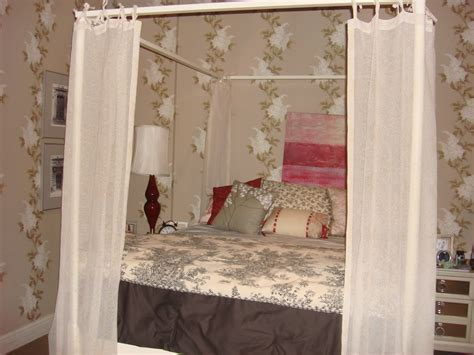 pll bedrooms join the gossip on the pretty little liars set