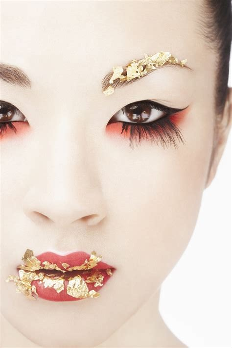 1 make up gold leaf with pink and green clicky concepts