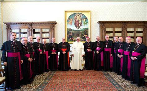 imagenes de obispos austeridad en los sueldos de obispos y sacerdotes