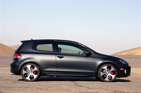 volkswagen canada volkswagen gti gets canadian car of the year award