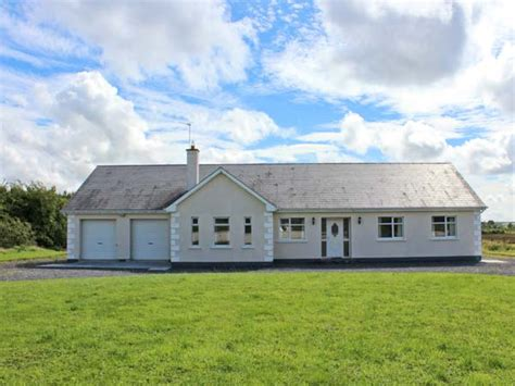 Pet Friendly Cottages In Ireland by Mees House Friendly Cottage In Timicat County
