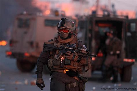 special forces combat gear hamas fighters israeli special forces to retreat