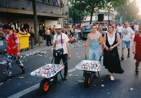 imagenes love parade 15 photos that show how unbelievable berlin s love parade