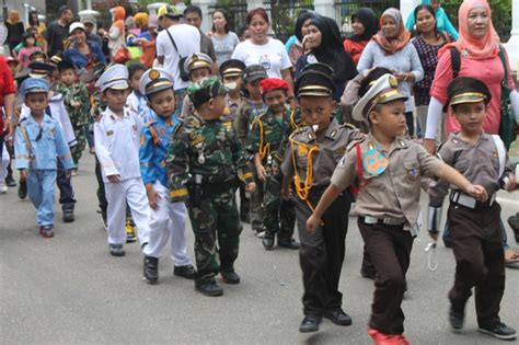 Baju Tentara Anak karnaval anak kalau nggak jadi polisi ya tentara oleh widi kurniawan kompasiana
