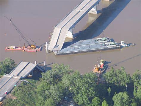 lade sospensioni design i 40 bridge disaster