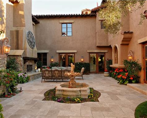 spanish style homes with courtyards mexican courtyards and patios estos son algunos dise 241 os