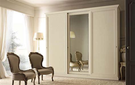 armadio con specchio armadio a tre ante scorrevoli in legno con specchio
