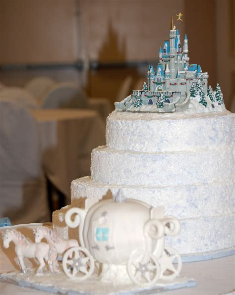 Theme Wedding Cakes by Castle And Cinderella Themed Wedding Cakes