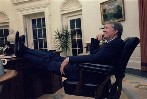 obama resolute desk the fact that he carelessly puts his feet on the resolute