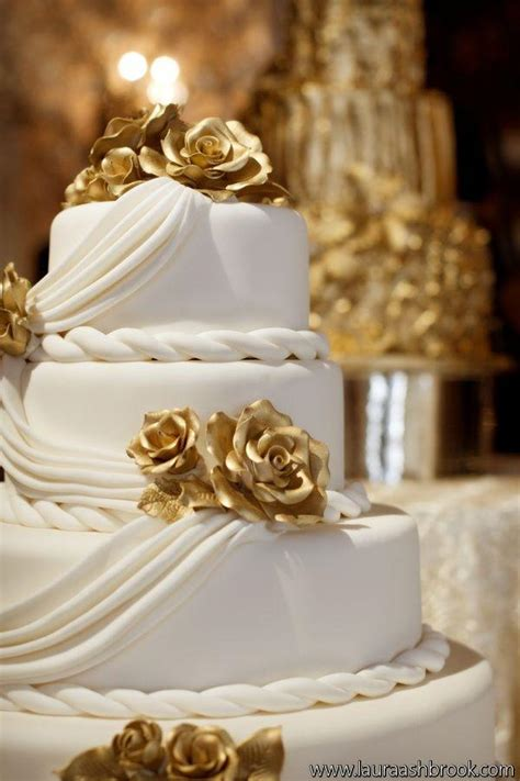 Oscar Wedding Cake Bandung by Wedding Decoration Ideas White And Gold Image Collections