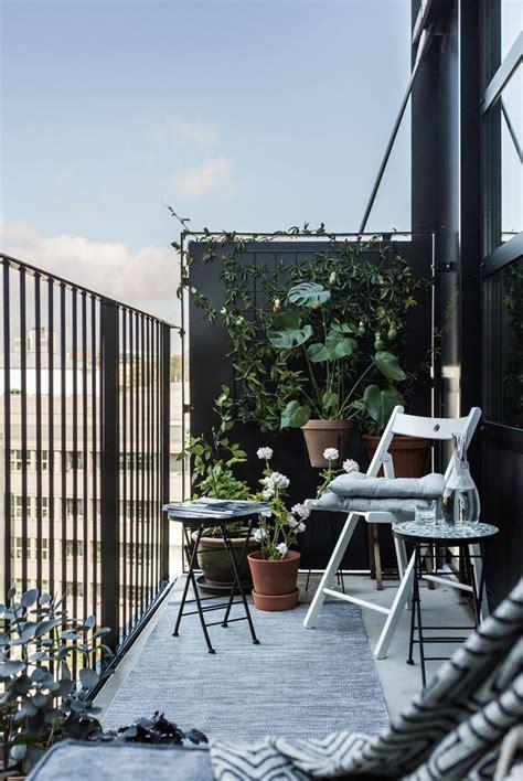 kleinen balkon gestalten 77 coole ideen f 252 r platzsparende m 246 bel womit sie kokett
