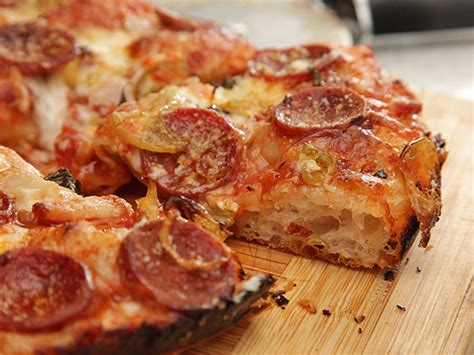 table pizza pan vs original crust 25 copycat restaurant recipes