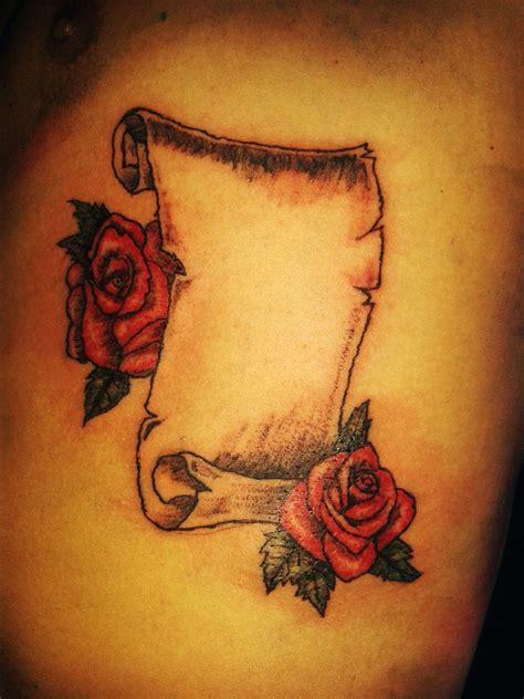 tattoo de calaveras proceso de pergamino rosas y frase ink tattoos