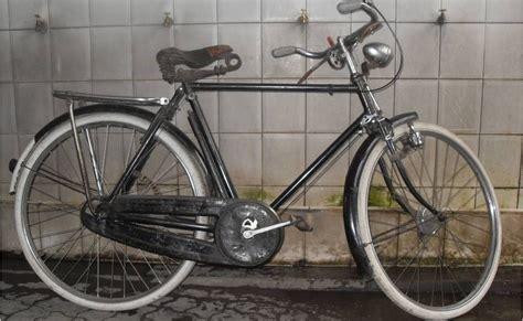 KOLEKSI BARANG ANTIK: Sepeda Kebo Humber (terjual)
