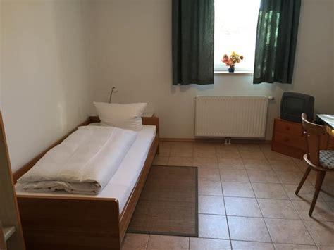 1 zimmer wohnung ingolstadt vollm 246 bliertes appartement mit eigenem bad und k 252 chenzeile
