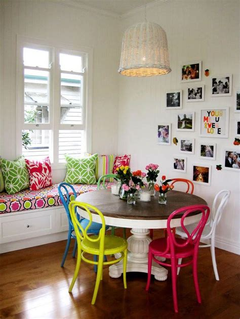 bazaar home decorating 50 salas de jantar decoradas com cadeiras coloridas