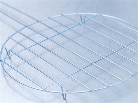 Wire Cake Cooling Rack by How To Choose A Wire Cooling Rack For Baking 5 Steps