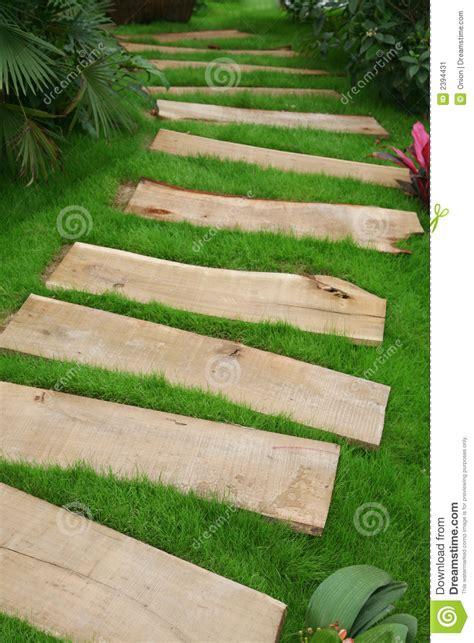 chemin en bois de planche image stock image 2394431