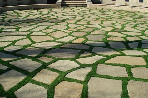 Batu Alam Broken White 1 synthetic grass grids pavers stepping stones